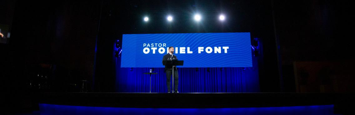 Pastor Otoniel Font en Casa de Dios