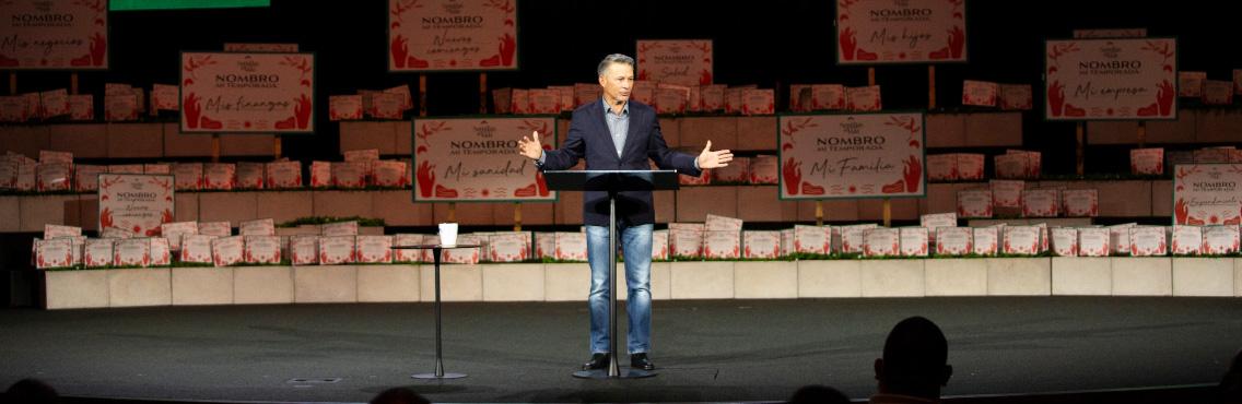 Pastor Cash Luna comparte mensaje sobre restitución