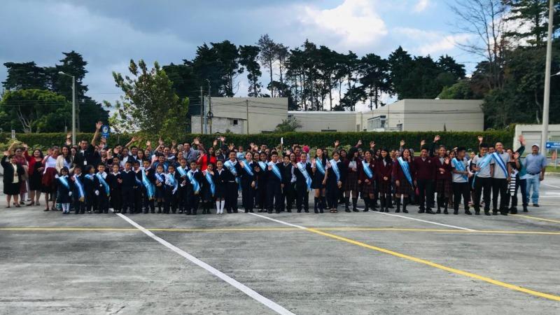 Niños abanderados de Cumbre de San Nicolás.